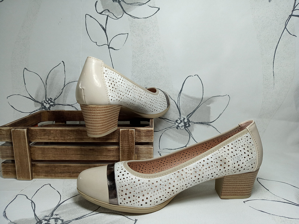 Salon Picado Con Beige De Charol Puntera Zapato E29HYDWI