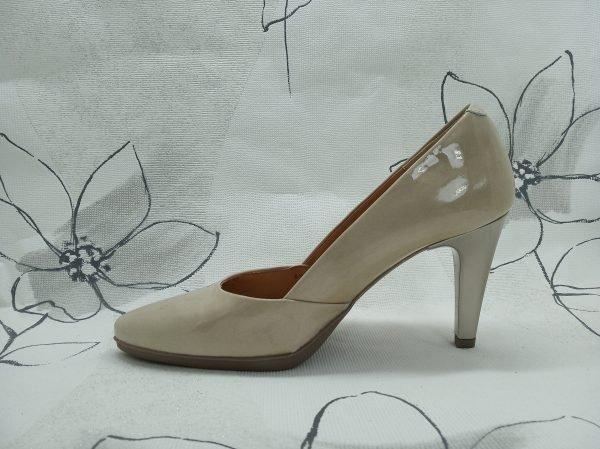 zapato-tacon-charol-desiree-2077-beige