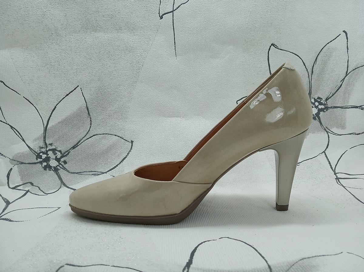 Zapato tacón charol beige Desiree 2077