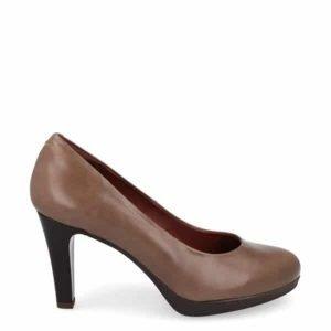 zapato-de-tacon-en piel-color-taupe