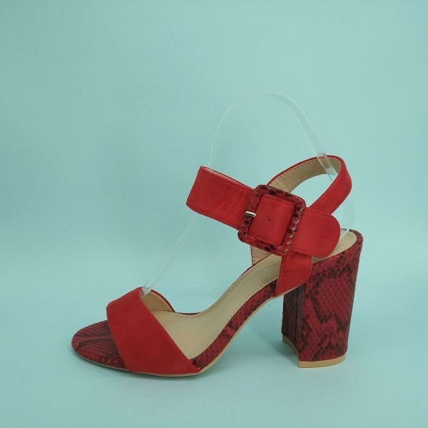Sandalias de Tacón Alto Rojo con Estilo