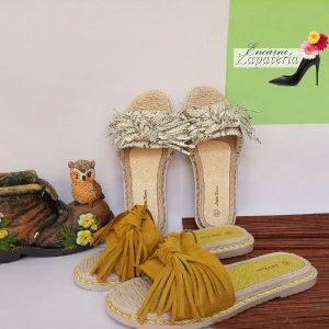 Sandalias-sin-correa-chanclas-flecos